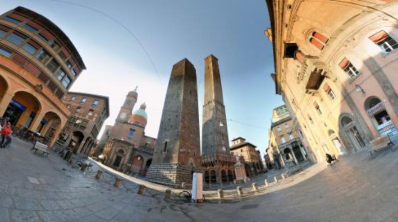 Torri, campanili - Piazza di Porta Ravegnana e le Due Torri