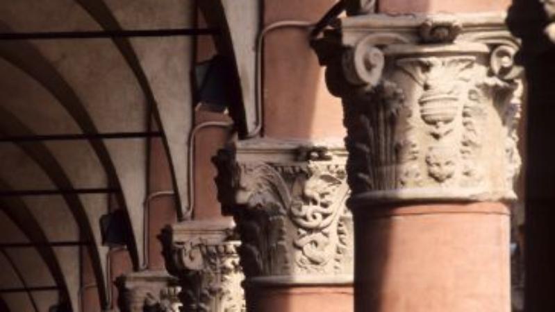 Archi, porte, mura, portici