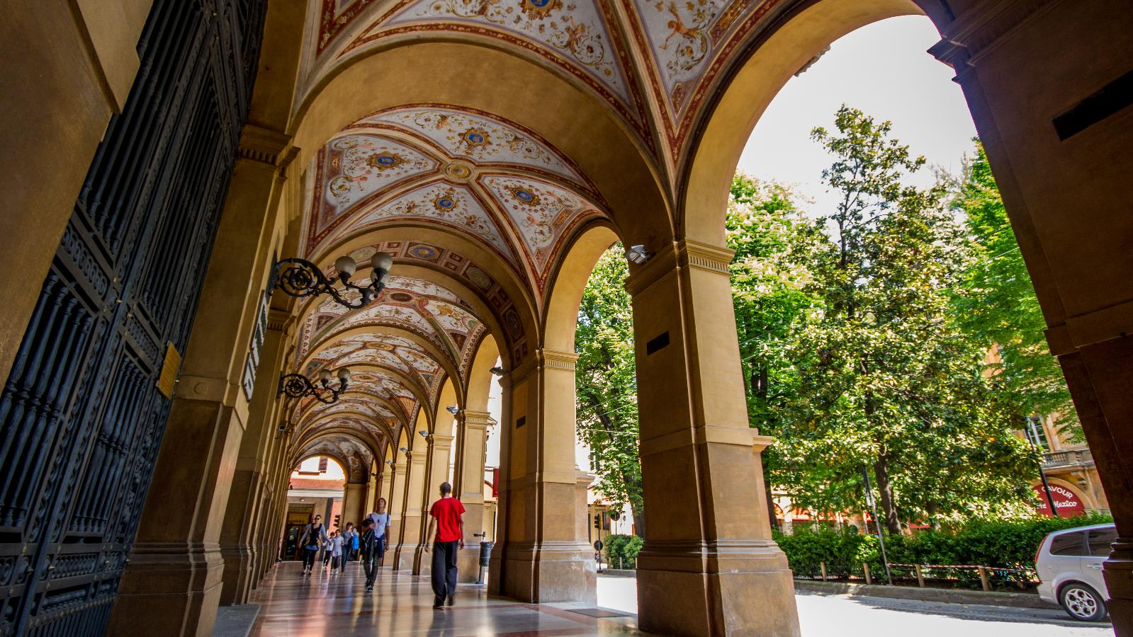Porticoes of Piazza Cavour, Bologna Welcome CC BY 4.0