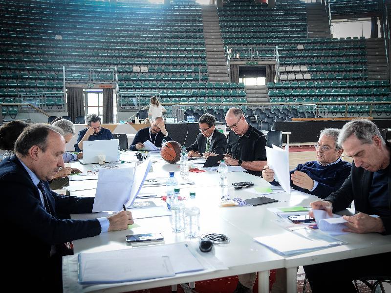 La giuria al lavoro per la selezione dei progetti sul Museo del Basket
